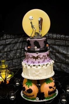 Nightmare Before Christmas cake. I want this for my 18th birthday. Omg. OMG DISNEY THEMED BURTHDAY. If I can't go to DisneyWorld then I'll bring a little Disney to me!!