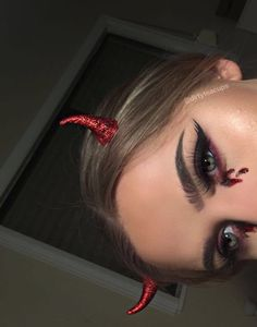 Looking for for inspiration for your Halloween make-up? Browse around this website for cute Halloween makeup looks. Devil Makeup Halloween, Halloween Eyes, Halloween Looks, Halloween Outfits, Girl Halloween, Easy Halloween Costumes Scary, Vintage Halloween, Ghost Costumes, Halloween Inspo