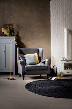 In deze stoel kun je lekker wegzakken met een goed boek, een spannende film of een lekker wijntje.
