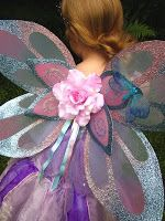 Twisted Whimsey: How to make fairy wings. Just in case I ever need some :) Toddler Fairy Costume, Fairy Princess Costume, Diy Fairy Wings, Diy Wings, Butterfly Costume, Ladybug Costume, Fairy Wands, Baby Fairy, Fairy Dress