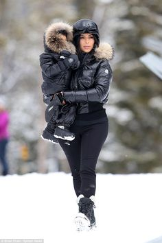 Kim Kardashian and North West hit the slopes in Montana on family vacation Ski style: Kim Kardashian and little North West brought mother daughter style to the mountains of Montana this week at the Big Sky resort in Montana Kim Kardashian And North, Looks Kim Kardashian, Kardashian Style, Winter Outfits, Summer Outfits, Casual Outfits, Ski Outfits, Snow Outfits For Women, Snow Boots Women