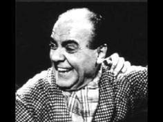 Αυλωνίτης-Αχ βρε, παλιομισοφόριαΣυνθέτης Χατζιδάκις Έτος σύνθεσης 1957 απο την ταινία Λατέρνα, φτώχεια και γαρύφαλλο με τους Βασίλη Αυλωνίτη (που το ερμηνεύει) και Μίμη Φωτόπουλου. Greek Music, Einstein, Che Guevara, Cinema, Actors, Film, Hands, Movie, Movies