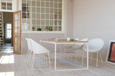 Tafel en stoelen in landelijke stijl te verkrijgen in onze showroom in Lendelede. Kom langs in onze showroom en ontdek al onze meubelen in landelijke stijl #landelijk #tafel #stoelen #meubelenlarridon