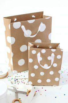 2c94c9a38 Papiertüten basteln und mit Farben dekorieren - DIY Ideen mit Anleitung