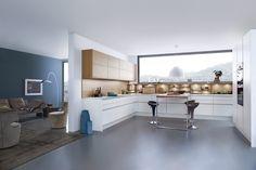 Wildhagen | Greeploze U-vormige moderne keuken. Met kastenwand. www.wildhagen.nl #designkeuken