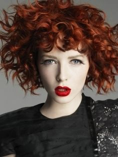 Copper medium curly hair styles Some ideas for Chintomby Syers Budish Short Curly Haircuts, Short Wavy Hair, Permed Hairstyles, Trendy Hairstyles, Short Perm, Curly Bob, Messy Hair, Hairstyles Pictures, Modern Haircuts