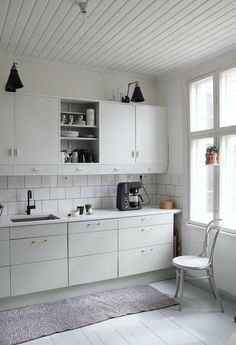 Kitchen Dining, Kitchen Cabinets, Dining Room, Sweet Home, Cottage, House, Nice Ideas, Kitchen Renovations, Attic