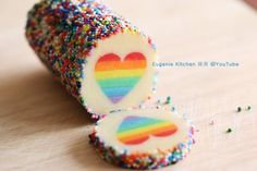 Learn how to make valentine Rainbow Heart Cookies! Rainbow Food, Rainbow Crafts, Rainbow Sprinkles, Rainbow Heart, Cake Rainbow, Rainbow Sweets, Rainbow Cookie, Heart Cookies, No Bake Cookies