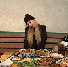 Kim Bo Bae, Hyun Bin, Ulzzang Girl, Korean Girl, Dinner, Eat, Food, Women, Girls