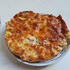 Sajtos krumpli - A nyári, s főleg az őszi időszak már sokszor a konyhába varázsolja a házi asszonyt, főleg, ha még a télire valóról is gondoskodni szeretne.... Pasta Dishes, Lasagna, Quiche, Side Dishes, Goodies, Food And Drink, Yummy Food, Sweets, Baking