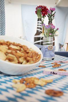"""Gleich heißt es wieder """"o'zapft"""" beim TWT #Oktoberfest. Die blau-weiße Deko steht und bayerische Schmankerl warten darauf verputzt zu werden. :)  Wir wünschen allen TWTlern eine zünftige & tolle Oktoberfestgaudi!"""