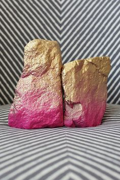 DIY Hall Of Fame: 13 Projects For The Weekend #refinery29  http://www.refinery29.com/best-diy-projects#slide11  Edgy Rock Bookends   Who knew rocks could be so glamorous? Design Love Fest shows us how with this easy spray-paint DIY.