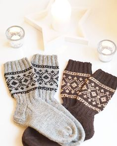 ❄️💙 #käsityöt #knitting #kirjoneule #babystuff #vauvalle #poikavauvalle #handmadewithlove Knitted Mittens Pattern, Knitted Slippers, Baby Knitting Patterns, Knitting Socks, Hand Knitting, Fingerless Mittens, Best Baby Socks, Granny Square Sweater, Socks