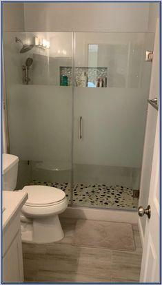 Washroom Design, Modern Bathroom Design, Bathroom Interior Design, Small Bathroom Layout, Comfort Room Tiles Small Bathrooms, Showers For Small Bathrooms, Bathroom Shower Designs, Toilet Tiles Design, Small Master Bathroom Ideas