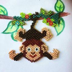 DIY Little monkey hanging in weaving brick stitch Bead Loom Patterns, Beaded Jewelry Patterns, Peyote Patterns, Beading Patterns, Bracelet Patterns, Beading Projects, Beading Tutorials, Beading Supplies, Art Perle