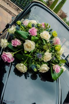 Romantica #floraldecoration in tema #whiteanchpink per un elegante #weddingcar.