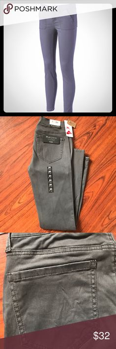 🆕 Listing: Grey Skinny Pants 👖 💕 These Jeans bring new meaning to fashionable attire with these juniors' skinny pants. •Amazing Stretch •4-pocket  •29-in. approx. inseam •Low rise sits on the hip  •Cotton, rayon, Lycra •Machine wash •Imported Pants Skinny