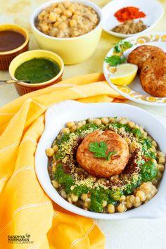 Indian Snacks, Indian Food Recipes, Ethnic Recipes, Vegan Vegetarian, Vegetarian Recipes, Cooking Recipes, Aloo Tikki Recipe, Indian Street Food, Chaat