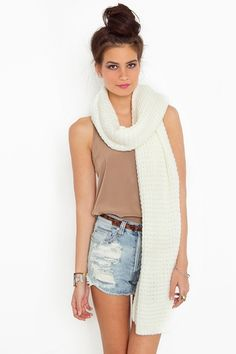 i hate to say it but this scarf actually looks cute with a summer outfit.