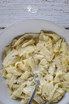 Paste al Limone, cu smantana si fara ~ Casuta Laurei Romanian Food, Cooking Recipes, Healthy Recipes, Linguine, Weeknight Meals, Easy Peasy, Stay Fit, Macaroni And Cheese, Cabbage