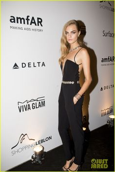 cara delevingne busy week in rio 05 Cara Delevingne is stunning as she steps out for the amfAR Inspiration Gala on Friday (October 4) in Rio de Janeiro, Brazil.    Earlier in the day, the 21-year-old…