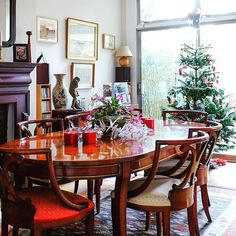 Oh wow Christmas is just 10 days away and it's already arrived here in Queenspark at the gorgeous homestay we visited today!  #christmastree #christmasiscoming #christmasdecoration #londonaccomodation