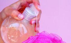 - Healthy Tips & Hacks - Gel douche bio et ecolo : comment le fabriquer soi-même ! Homemade shower gel based on Aleppo soap. Homemade Shower Gel, Homemade Shampoo, Diy Makeup Foundation, Super Dieta, Gel Douche Bio, Make Up Tricks, Eco Beauty, Homemade Cosmetics, Beauty Tips For Face