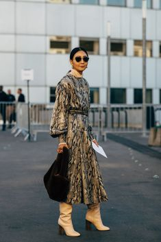 If the streets of Paris have a reputation for regularly supplying the chicest kind of outfit inspiration, during Fashion Week in the City of Light, you can Street Style Outfits, Street Style Looks, Street Style Women, Fashion Outfits, Womens Fashion, Fashion Tips, Fashion Design, Fashion Trends, Fashion Fashion