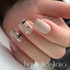 377 вподобань, 2 коментарів – Маникюр / Ногти / Мастера (@nail_art_club_) в Instagram: «Repost @lyasha_nevskaya ・・・ А не перейти ли с вензелей на геометрию #nails #nailart #instagood…»