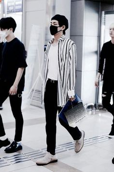 Korean Fashion Kpop Bts, Kpop Fashion, Fashion 2020, Fashion Outfits, Airport Fashion, Bts Taehyung, Jimin, Bts Airport, Airport Style