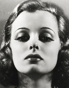 Joan Benett