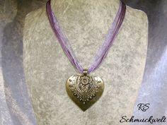 Herzanhänger groß Organzaband Halsband Organza lila flieder Kristall Wunschfarbe Anhänger Tracht Dirndl Valentinstag Geschenk Vintage von RSSchmuckwelt auf Etsy