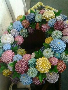 Painted pinecone wreath The most beautiful picture for modern home decor , that suits your pleasure Sie suchen etwas und haben nicht das beste Ergebni Pine Cone Art, Pine Cone Crafts, Wreath Crafts, Diy Wreath, Flower Crafts, Painting Pine Cones, Crafts To Do, Arts And Crafts, Diy Crafts