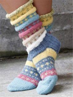 Norwegian knitting idea for pretty socks Tutti Frutti sokken. Norwegian knitting idea for pretty socks - Knitting 2019 trend Crochet Socks, Knitting Socks, Hand Knitting, Knitting Patterns, Knit Crochet, Crochet Patterns, Knit Socks, Woolen Socks, Knitted Gloves