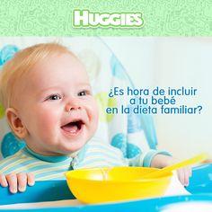 A la hora de comer es frecuente que tu bebé quiera probar lo que come el resto de la familia, sin embargo no todos los alimentos son recomendables para los pequeños, y su inclusión dependerá de su edad y las indicaciones que te vaya dando tu pediatra.