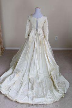 Vintage 1950s Beaded Pearls & Lace Applique Wedding Dress w Train, Voluminous XS