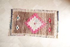 Etsy の LES BEAUX JOURS 6'x4' Boucherouite Rug. Tapis by pinkrugco