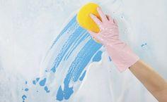 **AS DICAS DESTE POST PODEM SER UTILIZADAS EM BOX DE VIDRO E BOX DE ACRÍLICO As manchas brancas que insistem em permanecer no box de vidro mesmo depois de lavado se devem a gordura de nosso corpo e dos produtos de higiene pessoal que utilizamos …