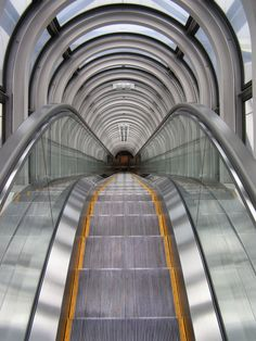 beautiful escalator photography. Home Elevator Malaysia http://www.elevatormalaysia.blogspot.com