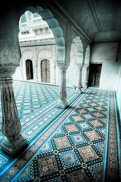Beautiful tile work ... Colors do not dominate one another, rather none of them are too strong and they create a peaceful pattern.