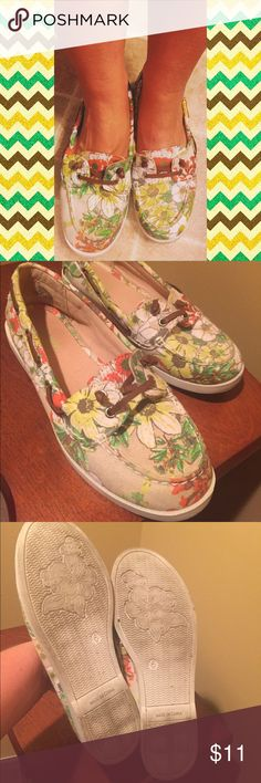 Floral boat shoes Worn a few times, but not for extended periods because they are too small. Only size they had was a 6 and I thought I could make it work. I was wrong. Sad to see these cute shoes go! Old Navy Shoes Flats & Loafers