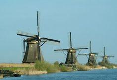 Negara Belanda sangat terkenal sebagai negara Kincir Angin. melihat kincir angin yang menjadi ciri khas negara belandabukan Windmills of kinderdijk dan Windmills Zaanse Schans. Kawasan kincir angin di  Kinderdijk telah menjadi salah satu situs warisan dunia UNESCO. Di kawasan ini terdapat 19 buah kincir angin kuno yang sudah ada sejak tahun 1740.