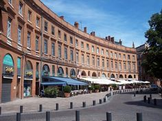 Toulouse - Place Wilson © petitChaton ( Panoramio )
