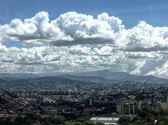 Feliz domingo #Caracas.  Fotografía cortesía de @marthaviana  #LaCuadraU #GaleriaLCU #Venezuela