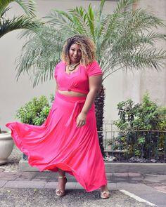 Tô viciada em balançar a barra das saias da @ackonwear! 😂 A @ackonwear aterrisa com seus looks incríveis nesse final de semana em…