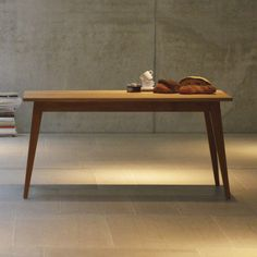 Xaver Tisch von Jan Kurtz im ikarus...design shop