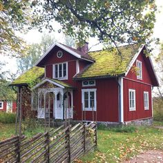 red house with white trim Swedish Farmhouse, Swedish Cottage, Red Cottage, Red Houses, White Houses, Sweden House, Small Cottage Homes, Cottage Exterior, Cabins And Cottages