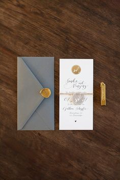Edle Papeterie Grau-Gold mit Siegelstempel Wedding invitation from two flat cards tied, with gray envelope and golden seal. Wedding Stationary, Wedding Invitation Cards, Wedding Cards, Diy Wedding, Wedding Gifts, Top Wedding Trends, Wedding Themes, Wedding Designs, Wedding Decorations