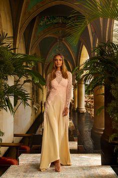 Nicole Miller Spring 2021 Ready-to-Wear Collection - Vogue Vogue Fashion, Fashion News, Fashion Beauty, Fashion Show, Fashion Sewing, High Fashion, Fashion Trends, Nicole Miller, Vogue Paris