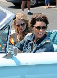 "Shania Twain & Taylor Swift Recreate ""Thelma & Louise"" For CMT Music Awards."